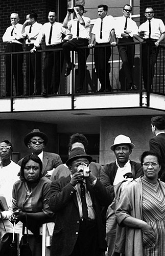 Steve Schapiro Entering Montgomery, Selma March, 1965 Courtesy Monroe Gallery Copyright Steve Schapiro